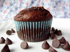 Costco-style chocolate muffins - gotta try!jeffy LOOOVES the Costco muffins! No Bake Desserts, Just Desserts, Delicious Desserts, Dessert Recipes, Yummy Food, Health Desserts, Drink Recipes, Cupcake Recipes, Dessert Ideas