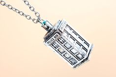 NEW High quality Doctor Who Tardis Necklace 3D Army green Hollow Police Box necklace Dr Who jewelry women Pocket necklace man kid necklace