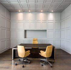 Meeting room, The Velopers, San Francisco, Panama - Bettis Tarazi #interiordesign #interiors #houseinteriors #office #comercial #panama #luxury #design #yellow #meetingroom #meeting #officeinteriors #desk #minimalism