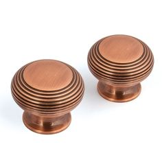 A traditional cupboard knob with an elegant reeded design, perfect for use in traditional or classical surroundings. Available in a striking, vibrant and inviting Copper finish, these knobs will do a great job of bringing tired furniture back to life. Kitchen Cupboard Handles, Cupboard Door Knobs, Copper Decor, Copper Lighting, Copper Handles, Furniture Knobs, Square Plates, Copper Kitchen, Natural Texture