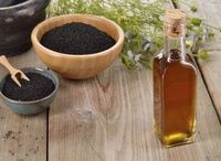 Ancient Remedies Black seed oil is an ancient remedy that you really need to know about. Black seed oil, also known as black cumin seed or Nigella sativa, has been scientificall Nigella Sativa, Black Seed Oil Dosage, Benefits Of Black Seed, Black Currant Oil, Herbal Oil, Oil Benefits, Health Benefits, Medicinal Herbs, Natural Treatments