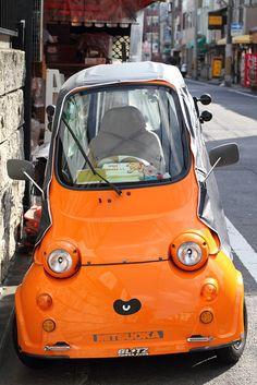Lovely Face on a Mini Car Pretty Cars, Cute Cars, Scooter Shop, Strange Cars, Custom Street Bikes, Microcar, Miniature Cars, Small Cars, Car Humor