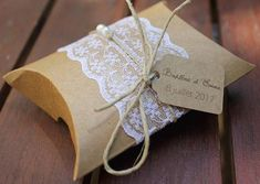 Boite à dragées/cadeaux gamme champêtre chic Wedding Favours, Wedding Cards, Gift Wrapping Bows, Diy And Crafts, Paper Crafts, Baptism Party, Pillow Box, Vintage Birthday, Crochet Designs
