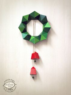 DIY Paper Christmas Wreath / Decor Geometric Design by SkyGoodies Christmas Paper, Christmas Wreaths, Christmas Crafts, Christmas Decorations, Christmas Origami, Xmas, Easy Crafts, Diy And Crafts, Make Paper Beads