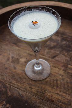 Melted Snowman Martini by Drinks & Decor Ingredients 2 oz Vanilla Vodka 1 oz Fireball Cinnamon Whisky 1 oz Rumchata 1 oz Half & Half Instructions Shake Well & Pour Sprinkle with powdered sugar Garnish with Wilton Snowman Candy Vodka Drinks, Party Drinks, Cocktail Drinks, Fun Drinks, Yummy Drinks, Alcoholic Drinks, Martini Party, Vodka Martini, Rumchata Drinks
