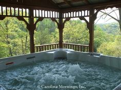 Doolittle Mountain Cabin - Hot Tub under Gazebo