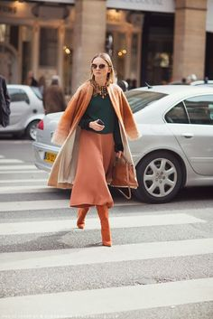 New Skirt Winter Office Color Combos Ideas Orange Outfits, Winter Rock, Winter Skirt, Fall Fashion Trends, Black Tights, Casual Street Style, Color Combos, Autumn Winter Fashion, Casual Outfits