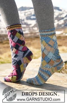 "DROPS - DROPS socks with Entrelac pattern in ""Fabel"". Foot worked in either Entrelac pattern or in stockinette st and rib. - Free pattern by DROPS Design Drops Design, Knitting Patterns Free, Free Knitting, Free Pattern, Finger Knitting, Scarf Patterns, Knitting Tutorials, Crochet Patterns, Knitted Slippers"