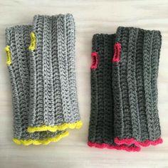 ❤~Crochet ~❤ Mitones Tejidos A Crochet (fingerless mittens) Love Crochet, Crochet Gifts, Knit Crochet, Crochet Hand Warmers, Crochet Gloves, Knitting Patterns, Crochet Patterns, Fingerless Mitts, Wrist Warmers