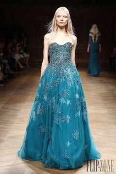 Tony Ward Outono-Inverno 2014-2015 - Alta-Costura - http://pt.flip-zone.com/fashion/couture-1/independant-designers/tony-ward-4807