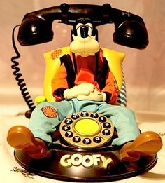 I had not seen a Goofy phone before. Yep, that sure is goofy. Goofy Disney, Disney Parks, Disney Pixar, Disney Characters, Casa Disney, Disney Home, Tennessee Williams, Mickey Mouse, Estilo Disney