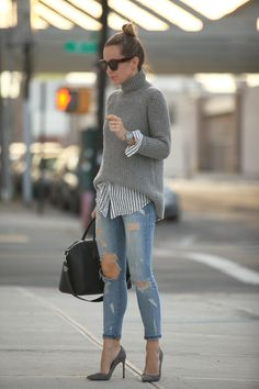 There are some tips of how to wear a turtleneck stylishly by combining it with the other matching apparels.