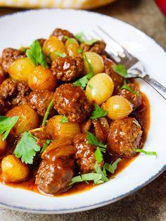 Kjøttboller med sjalottløk og syrlig tomatsaus Pasta Recipes, Dinner Recipes, Cooking Recipes, Good Food, Yummy Food, Stew, Nom Nom, Food Porn, Food And Drink