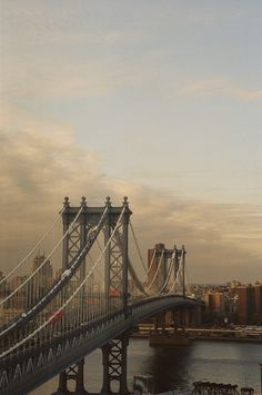 Manhattan Bridge | New York by Ph. Atisha Paulson