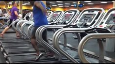 Man seen dancing on the treadmill at the gym. Hes so awesome! Watch this video. Guy Dancing, People Dancing, Dirty Dancing, Virtual Insanity, Treadmill Workouts, Creative Video, Geek Humor, Running Man, Finding Joy