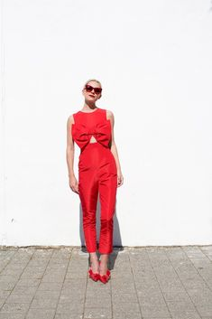 A red jumpsuit with an oversized bow // All red outfits on Atlantic-Pacific // Click through to see Atlantic Pacific, Monochrome Outfit, Outfit Trends, Outfit Ideas, Red Jumpsuit, Red Fashion, Street Fashion, Fashion Trends, Skirt Outfits