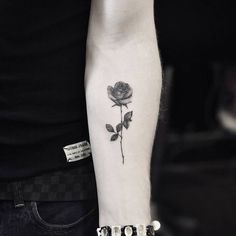 "18k Likes, 65 Comments - tiny tattoos (@tiny.tatts) on Instagram: "" Rose ⚊⚊⚊⚊⚊⚊⚊⚊⚊⚊⚊⚊⚋ ☛owner: @drag_ink Follow↪ @tiny.tatts Also Follow ↪ @black.tatts ↪…"""