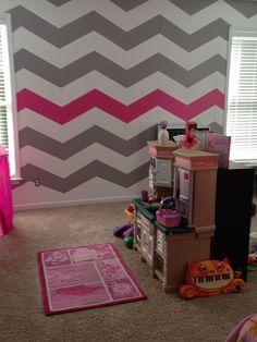 Chevron wall for Mak's room. But a little thicker stripes and obviously not a hot pink accent....she's becoming a teen. YIKES!