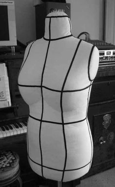 Padding a Dressform - Full Tutorial - The Sewing Forum. [Tags: dummy, mannequin, dress form, dressform .]