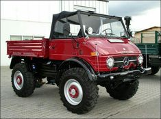 We specialize in classic Mercedes Benz Unimogs, including the Unimog 406 and 416 models, among others. We ship custom-ordered Unimogs and Unimog offroad parts, like Werner winches and PTO's. Mercedes Benz Germany, Mercedes Benz Unimog, Mercedes Truck, Cool Trucks, Rv Truck, Pickup Trucks, Pick Up, Classic Chevy Trucks, Expedition Vehicle
