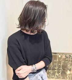 [ otona H A I R ] ・ お客様STYLE ... ラフな毛流れと、ゆるいうねりで動きをつけるのが今っぽい ボブヘア ✖︎ チャコールグレージュ ・ ハイライトで明るさや透明感を引き出すベースをつくることで、より綺麗な色味になりますよ!ぜひ(^ ^) ・ Cut & CareColor / 14,900〜 Highlight / +8.200 Treatment / +4,100〜 #SHIMA #大人カジュアル #大人MUSE #ボブ #beautyandyouth #hyke #ロンハーマン #enfold #アクネストゥディオズ #アクネ #セリーヌ #ドゥロワー
