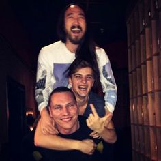 Martin Garrix ,Tiësto y Steve Oaki    http://btprt.dj/1z0gBIa #martin garrix