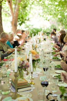 A long table under the shade of the trees in the garden: The perfect setting for the perfect Spring Party, just add good friends and good food!
