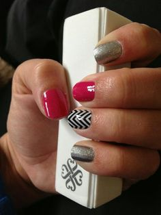 Sparkles pinks  nail designs