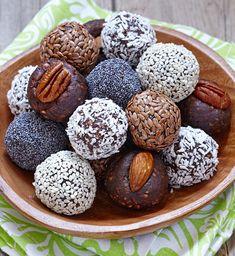 Kulki mocy to zdrowa i pożywna przekąska, która skutecznie zaspokaja apetyt na słodycze. Poznaj recepturę na deser w stylu fit!
