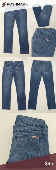 """[Hudson] women's ankle denim jeans sz27 [Hudson] women's ankle denim jeans sz27  •🆕listing •good pre-owned condition •light wash denim •length/inseam 29"""" •ankle style, bottom pant leg width 6.5"""" •5 pockets, zipper fly •material 89% cotton 11% eme •offers welcomed using the offer feature or bundle for the best discount•• Hudson Jeans Jeans"""