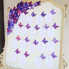 Tableau matrimonio con farfalle viola.  Wedding seating chart with butterflies. Vuoi vedere altri tableau con farfalle? Vai su http://misposoamodomio.it/tableau-farfalle/