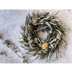リーフのおおきなリース   ハンドメイドマーケット minne Grapevine Wreath, Grape Vines, Wreaths, Fall, Decor, Autumn, Door Wreaths, Decorating, Deco Mesh Wreaths