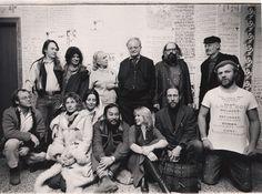 Allen Ginsberg, Gary Snyder, Lawrence Ferlinghetti, Gregory Corso, Michael McClure, Kenneth Rexroth y Peter Orlovsky en la conferencia Ciudad de la Luz en Dakota del Norte- 1974.