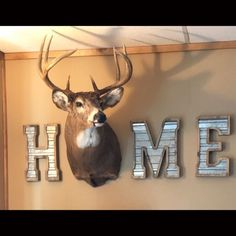 35 Fabulous Elk Decor Ideas For House Rustic Home Decor Decor Elk Fabulous House Ideas Deer Hunting Decor, Deer Head Decor, Deer Mount Decor, Hunting Rooms, Trophy Hunting, Home Design, Boho Home, Western Homes, Decoration Design