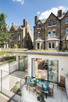 Traditional Victorian exterior with modern addition by Riach Architects Victorian Townhouse, Victorian Terrace, Victorian Homes, Modern Victorian, Plans Architecture, Interior Architecture, Extension Veranda, Exterior Tradicional, Basement Conversion