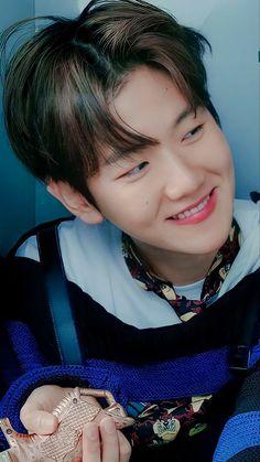 Baekhyun Wallpaper, Exo Lockscreen, Kpop Exo, Chanbaek, Chanyeol, Korean Drama, Bts Quotes, Bacon, Bunny