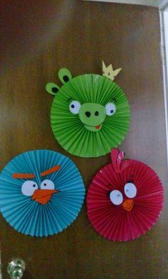 Rosetones de papel lustre. Fun Crafts, Diy And Crafts, Arts And Crafts, Paper Crafts, Paper Rosettes, Paper Flowers, Spring Crafts For Kids, Art For Kids, Mothers Day Crafts