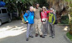Eli (guía de Udare Safari) con Frederic, Felipe, Teresa ya de regreso en Arusha. Por Frederic. Septiembre 2015