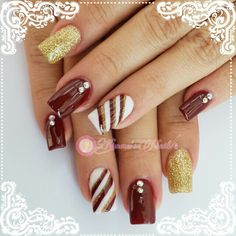 ⛄❄#Nails #uñas #nailspretty #nailsdesign #acrílico #acrylicnails #uñasbellas #uñashermosas #uñasguapas #guapuras #diseño #kimerasnails #glitter #acrilicodecolor #sculpturenails #ChristmasNails #rednails #goldnails