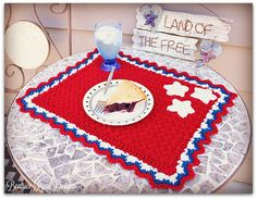 Patriotic Summertime Placemat -Free Crochet Pattern from Beatrice Ryan Designs All Free Crochet, Crochet Home, Knit Crochet, Crochet Placemats, Crochet Dishcloths, Crochet Afghans, European Home Decor, Easy Stitch, Crochet Kitchen