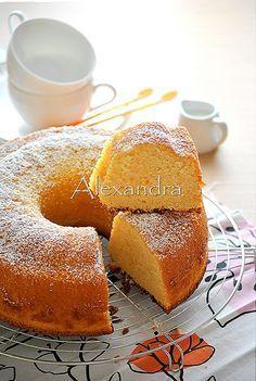 Cake with mastic aroma Greek Desserts, Greek Recipes, Cake Cookies, Cupcake Cakes, Greek Pastries, Fruit Cobbler, Pudding Cake, Something Sweet, Yummy Cakes