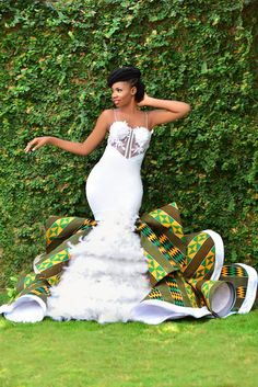 Bridal List: Viral 2019 Ghanaian 🇬🇭 Jaw-Dropping Kente Wedding Dress A Bride Must Have - African fashion African Bridal Dress, African Print Wedding Dress, African Wedding Attire, African Prom Dresses, Latest African Fashion Dresses, African Attire, African Dress, African Wedding Theme, African Weddings