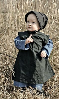 Possibly Alex's Halloween costume. Love Amish babies-so cute Precious Children, Beautiful Children, Beautiful People, Little People, Little Ones, Amische Quilts, Amish Family, Amish Culture, Amish Country