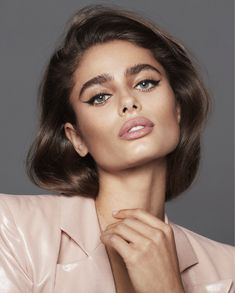 Taylor Marie Hill, Taylor Hill Hair, Eyeliner For Hooded Eyes, Eyeliner Looks, Versace, Victoria's Secret, Natural Wedding Makeup, Glamour, Beautiful Models