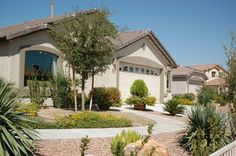 Beautiful front yard desert landscaping ideas with walkway and trees