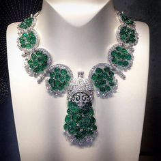 Exquisite emerald and diamond necklace by Van Cleef & Arpels Comments -  THE GLORY LAB  (@the_glory_lab.dk)