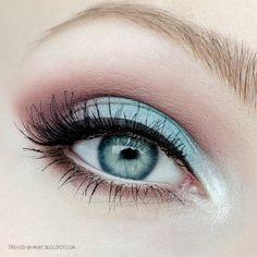 Blue eyeshadow - Black liner
