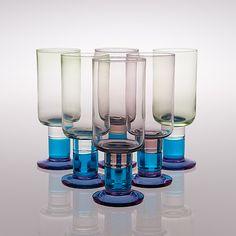 A set of six glasses manufactured by Nuutajärvi. Nordic Design, Scandinavian Design, Glass Design, Design Art, All Themes, Bukowski, Wine And Spirits, Art Auction, Finland