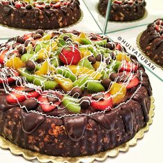 Mosaic cake is an award-winning recipe actually created by Strawberry … – About Sweets Delicious Chocolate, Chocolate Desserts, Spring Trifle, Lemon Trifle, Pastry Cake, Food Art, Cake Recipes, Food And Drink, Strawberry