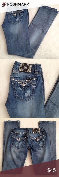 """Miss Me Slim Bootcut Jeans Size 26x32"""" Pre-owned authentic Miss Me Slim Bootcut Jeans Size 26x32"""". Rise is 7.5"""" inches. Waist laying flat is 13"""" inches. Inseam is 32"""" inches. Fabric blend is 98% cotton and 2% elastane. Please look at pictures for better reference. Happy shopping! Miss Me Jeans Boot Cut"""